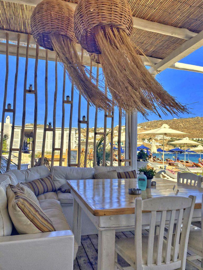 Entspannen bei einem griechischen Frappe.