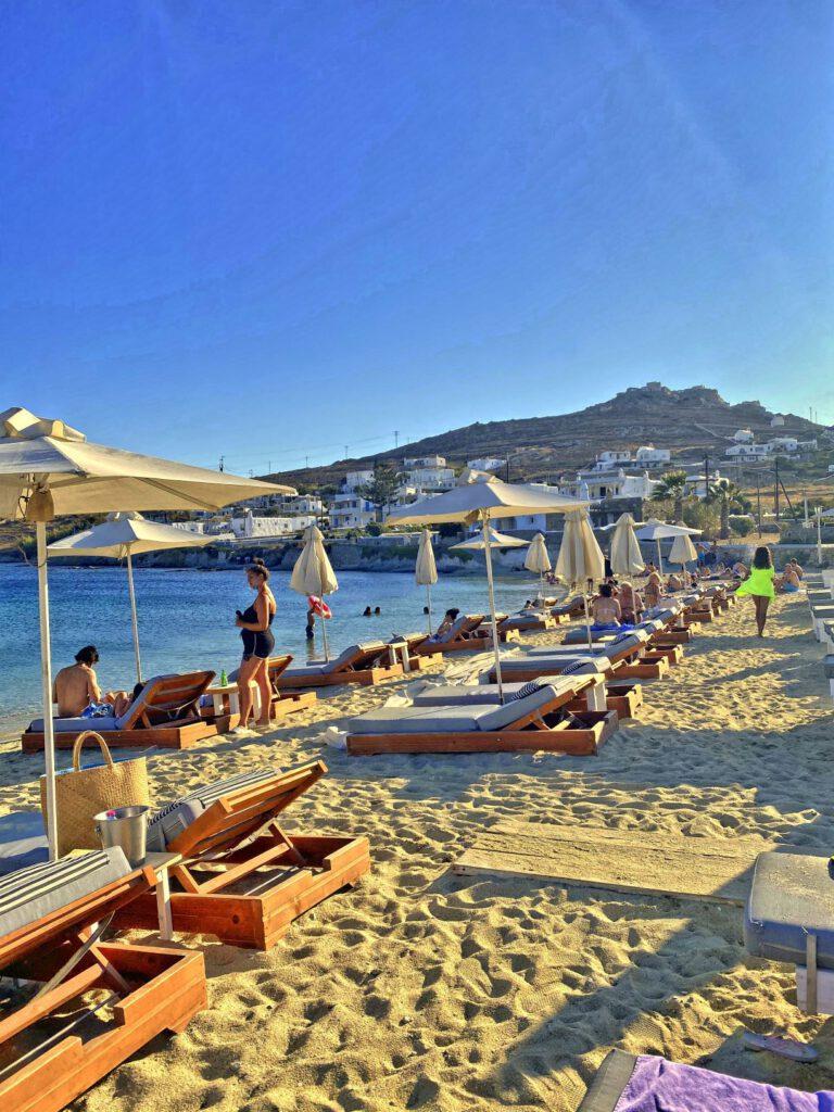 Entspannte Inselhüpfen Tage am Strand.